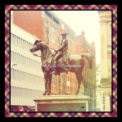 glasgow statue.jpg